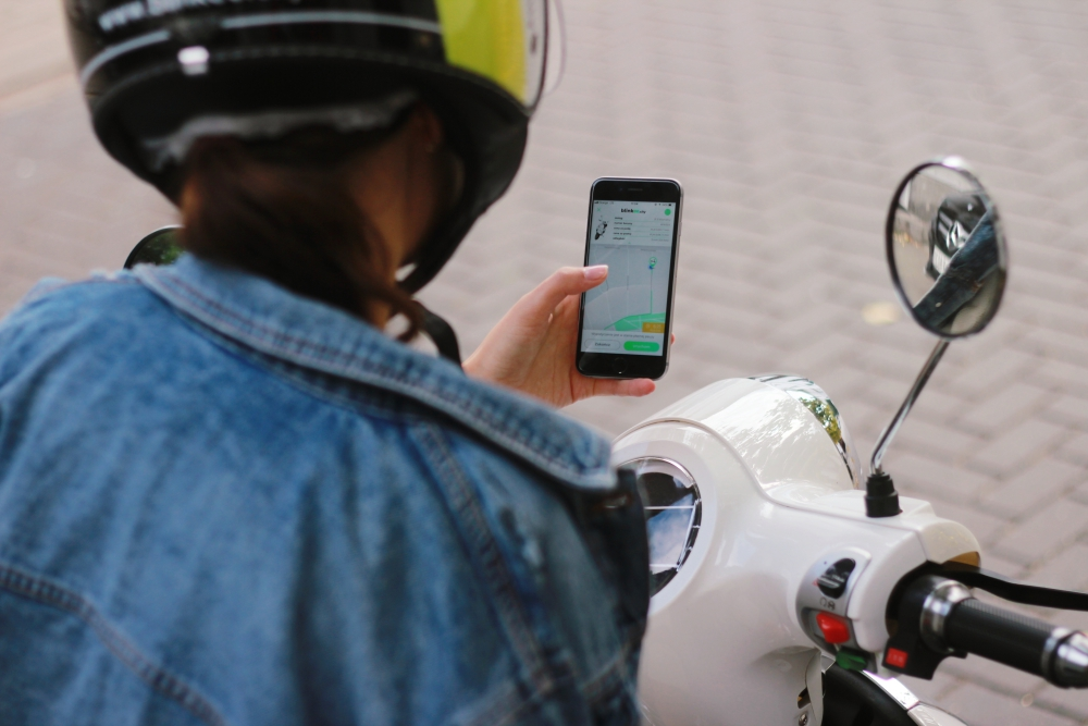 Electric mopeds renting mobile app